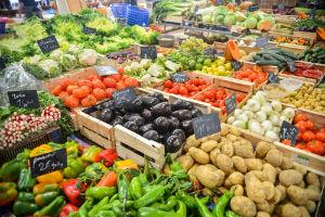 Inflazione: segno meno per il carrello alimentare, ma sui campi resta la situazione più critica